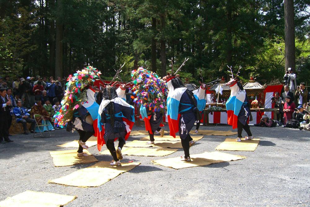 三滝神社春祭り 八つ鹿踊り