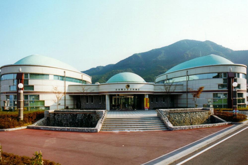 野村シルク博物館の外観