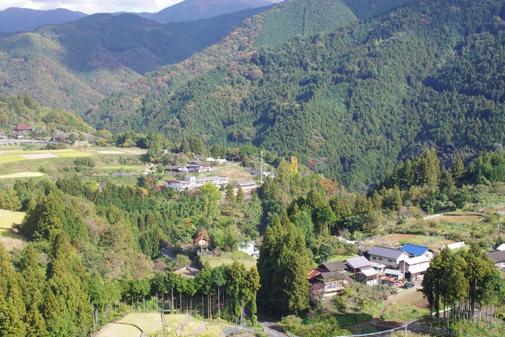 旧街道の旧宿場町である惣川地区に存在
