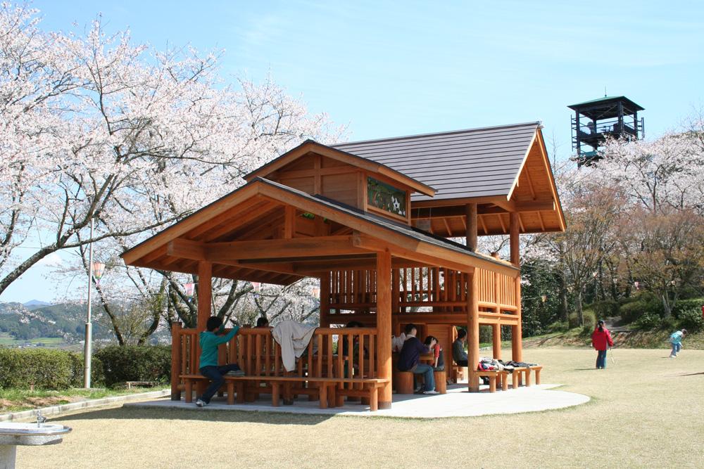 愛宕山公園ご家族でも楽しむことができます。