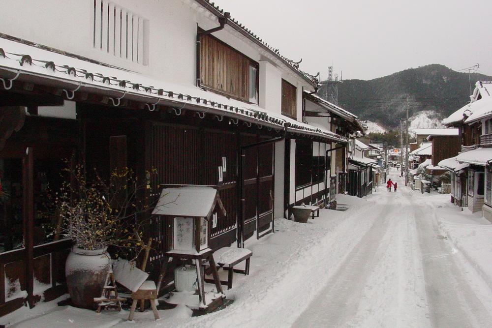 冬の卯之町の町並み