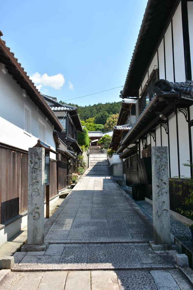 かつては宇和島街道の宿場町として栄えた