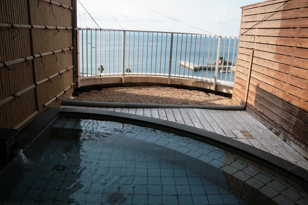海底の海水を利用した露天風呂