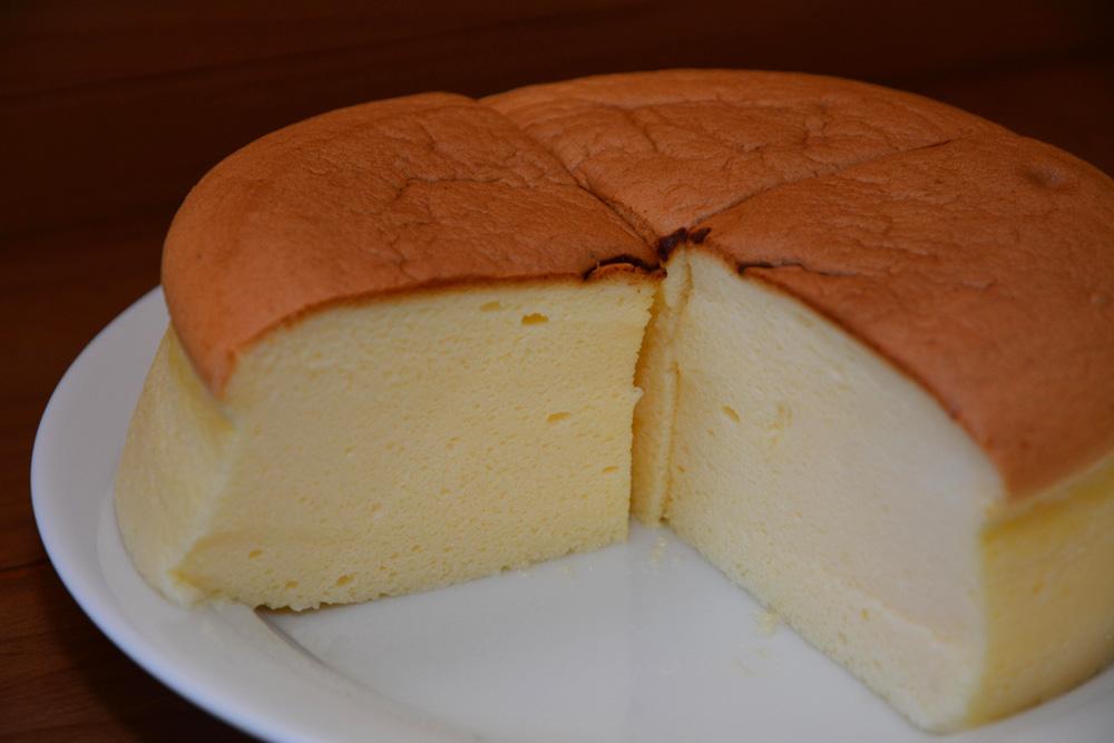 しっとり、ふんわり食感のチーズケーキ