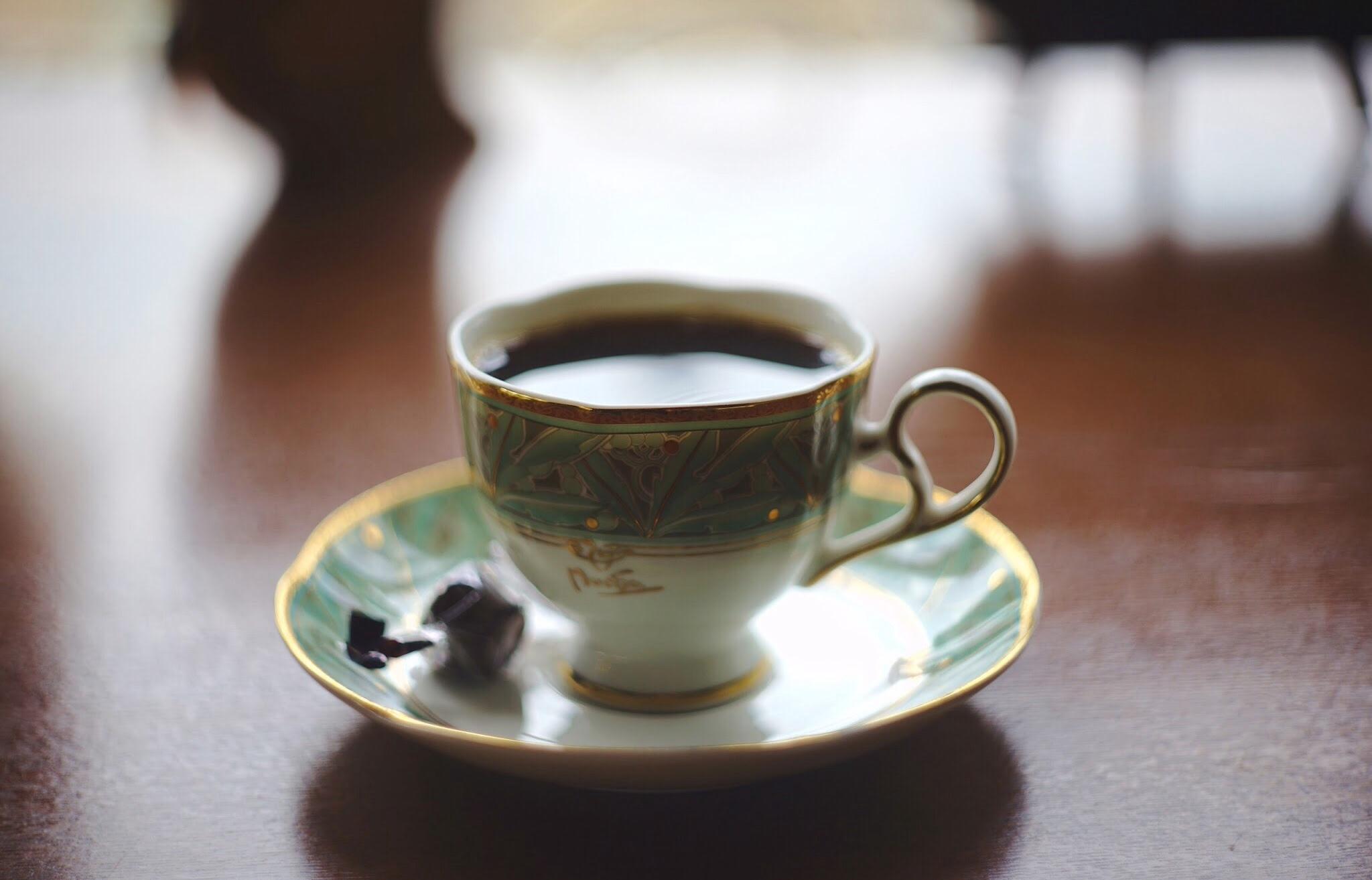 ハンドドリップで丁寧に抽出、香る豊かな珈琲